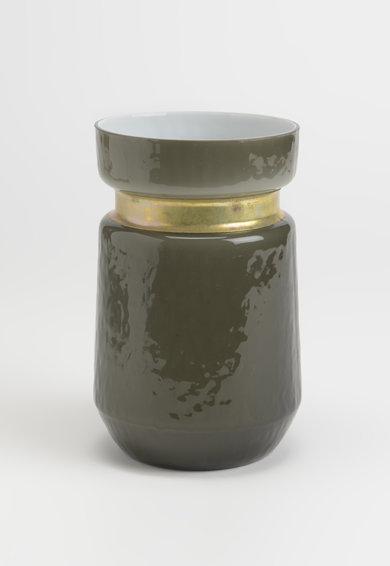 Vaza gri inchis cu insertie de cupru – 700 ml de la Amadeus