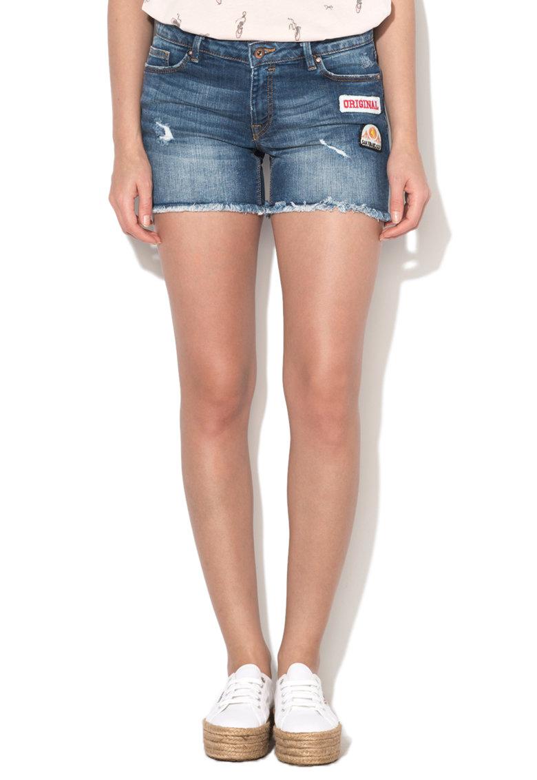 Pantaloni scurti albastri din denim cu aplicatii de la EDC by Esprit