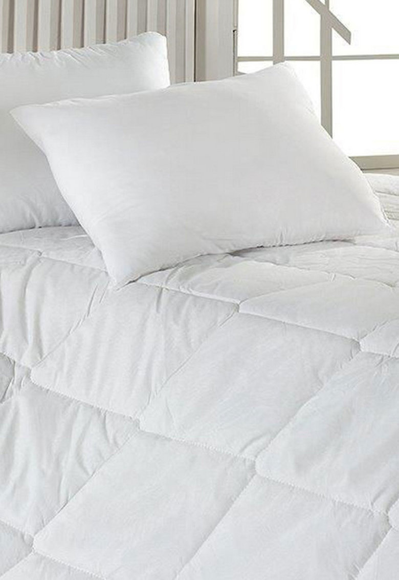 Cuvertura de pat alba matlasata
