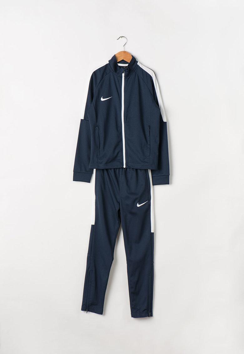 Trening Dry Academy de la Nike