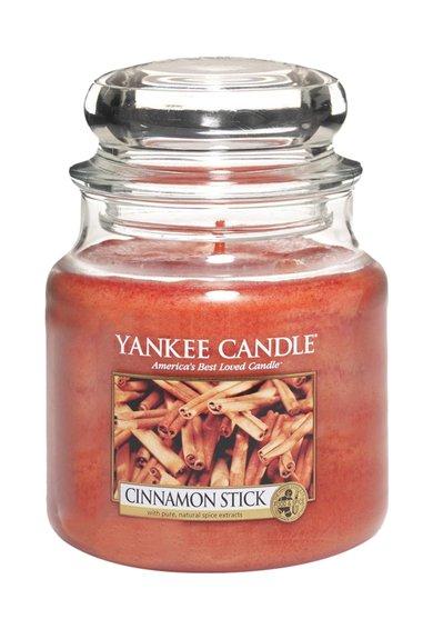 FashionDays.ro: Lumanare parfumata medie in borcan Cinnamon Stick Yankee Candle